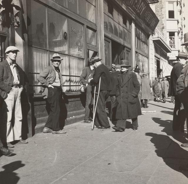 失業者をイメージする画像。雇用問題が経済の鍵